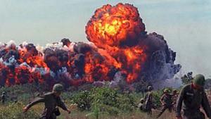 Le napalm est probablement l'arme la plus connue de toute la guerre. C'est aussi le principal responsable du désastre écologique de cette guerre.